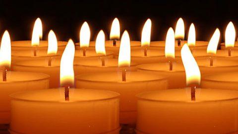 À la chaleur de la flamme, nos cœurs et nos âmes sont solidaires